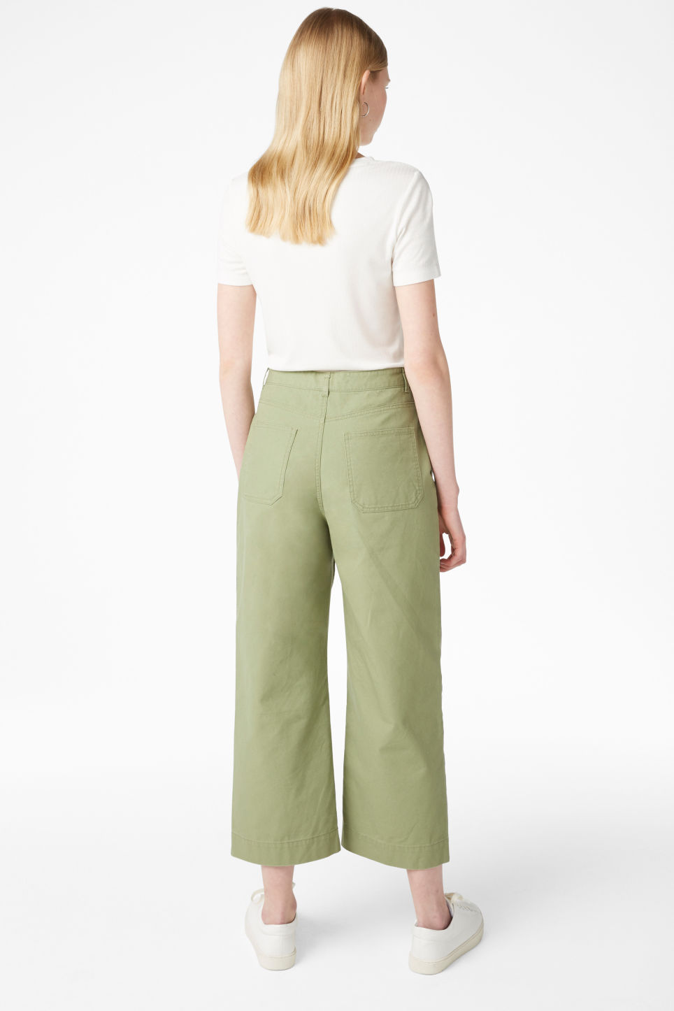 Model back image of Monki wide trousers in green