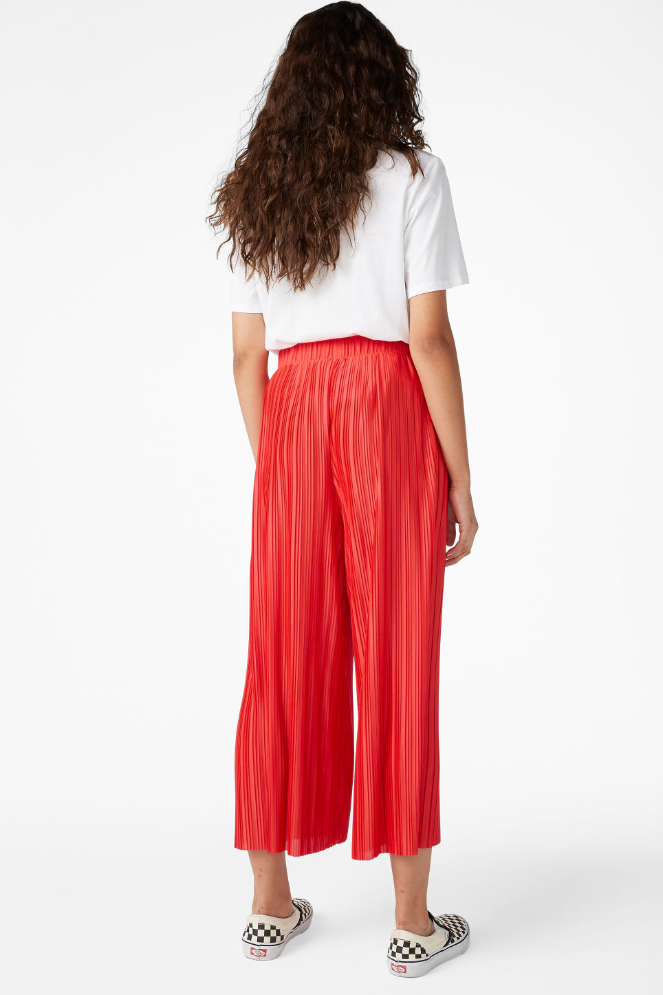 Model back image of Monki flowy trousers in red