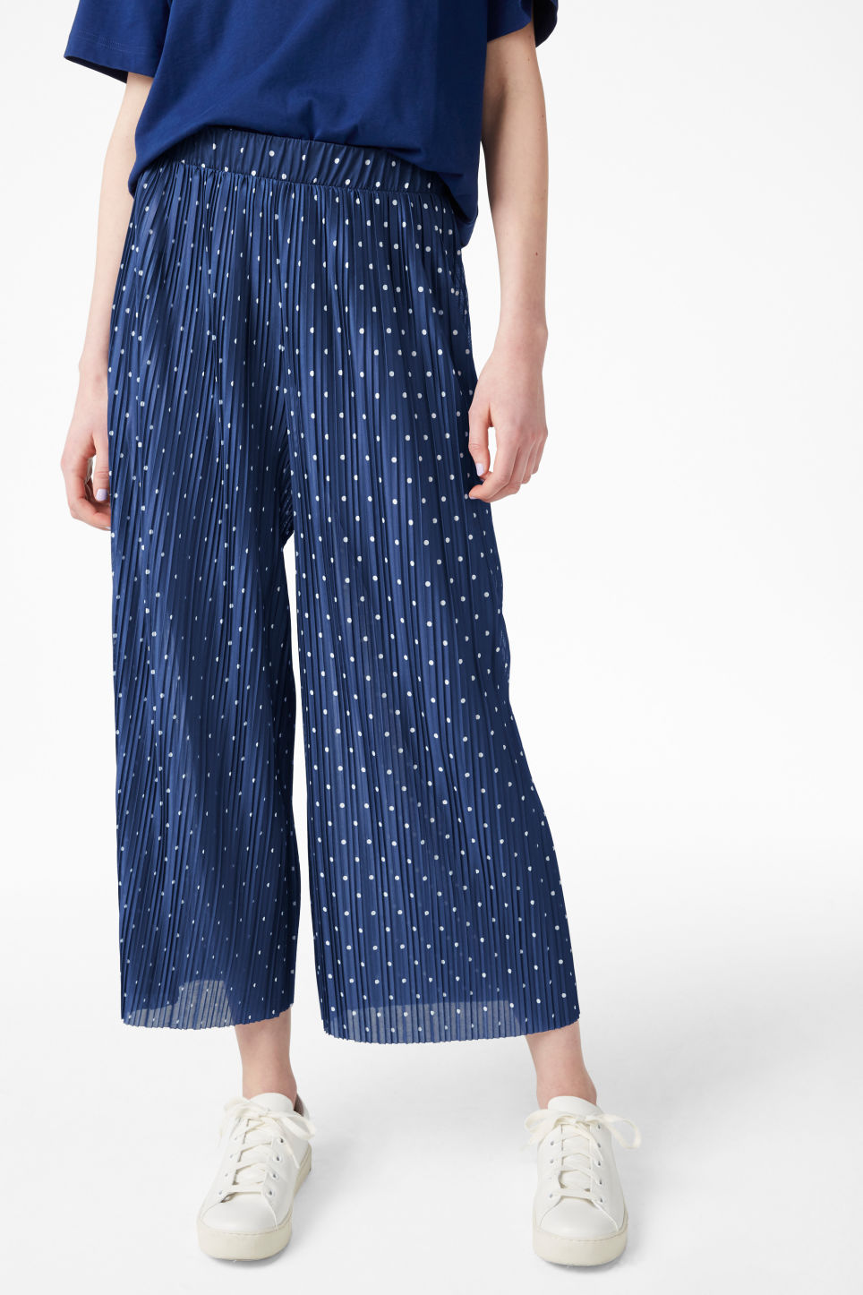 Model side image of Monki flowy trousers in blue