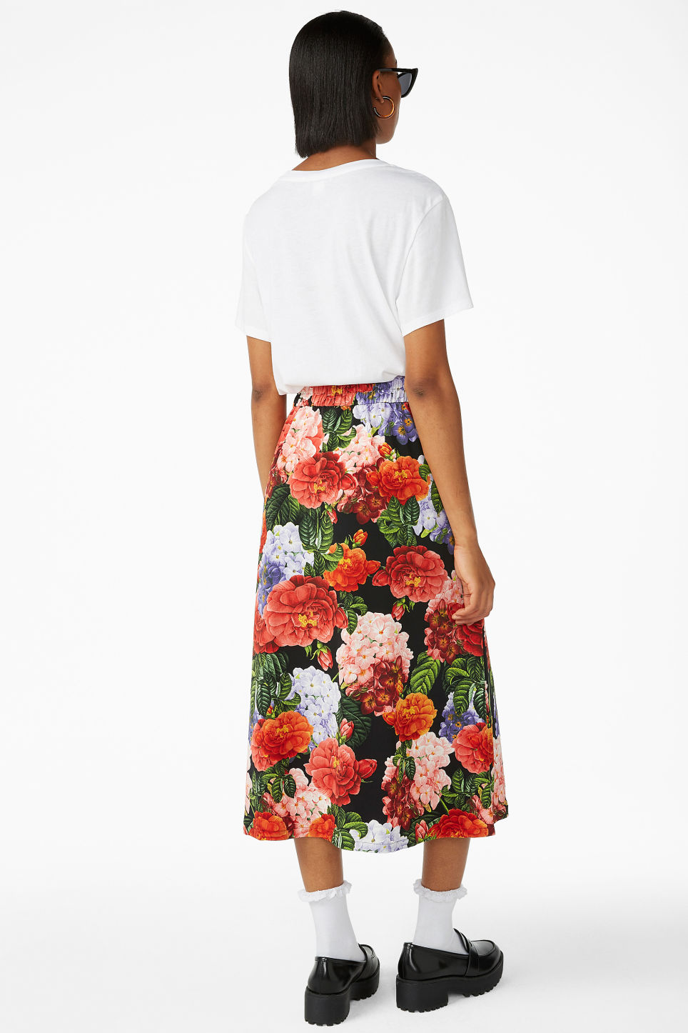 Model back image of Monki midi skirt in black