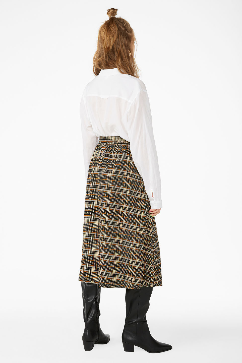 Model back image of Monki pleated midi skirt in beige