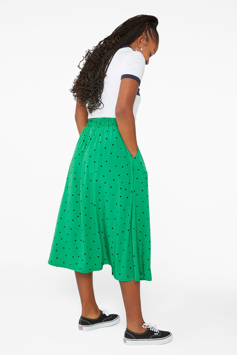 Model back image of Monki pleated midi skirt in green