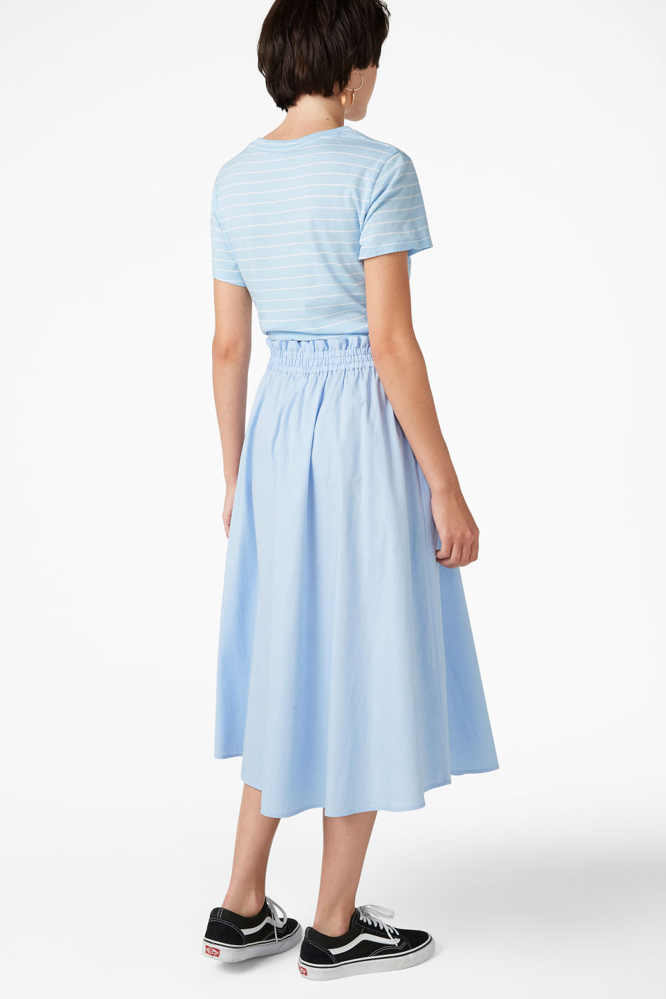 Model back image of Monki midi skirt in blue