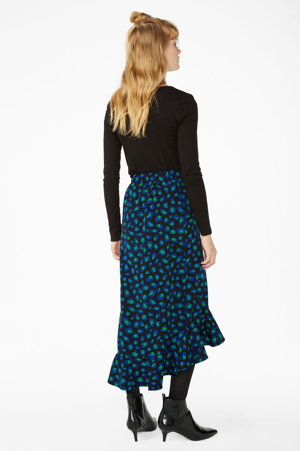 Model back image of Monki buttoned flounce skirt in black