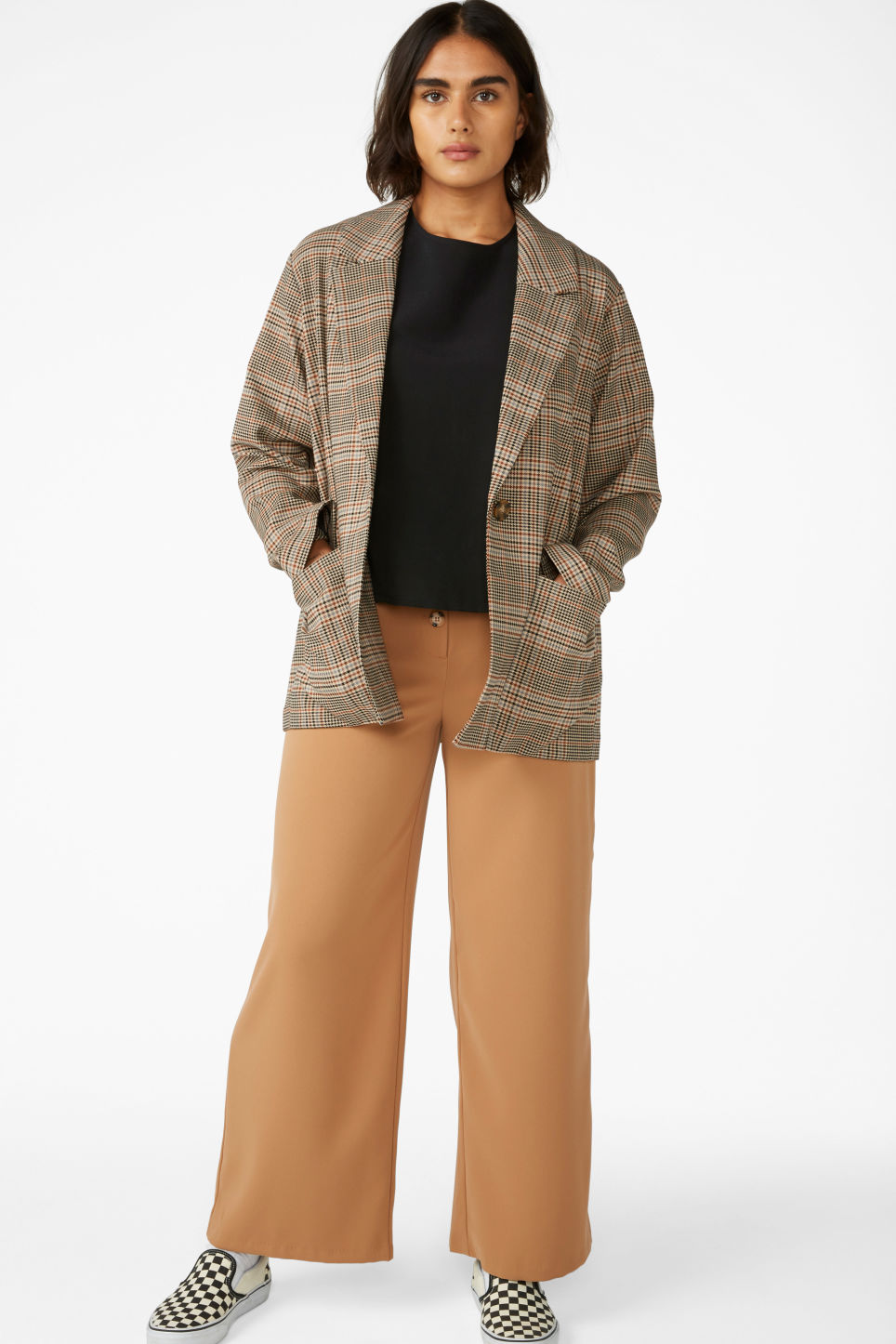 Model front image of Monki long blazer  in beige