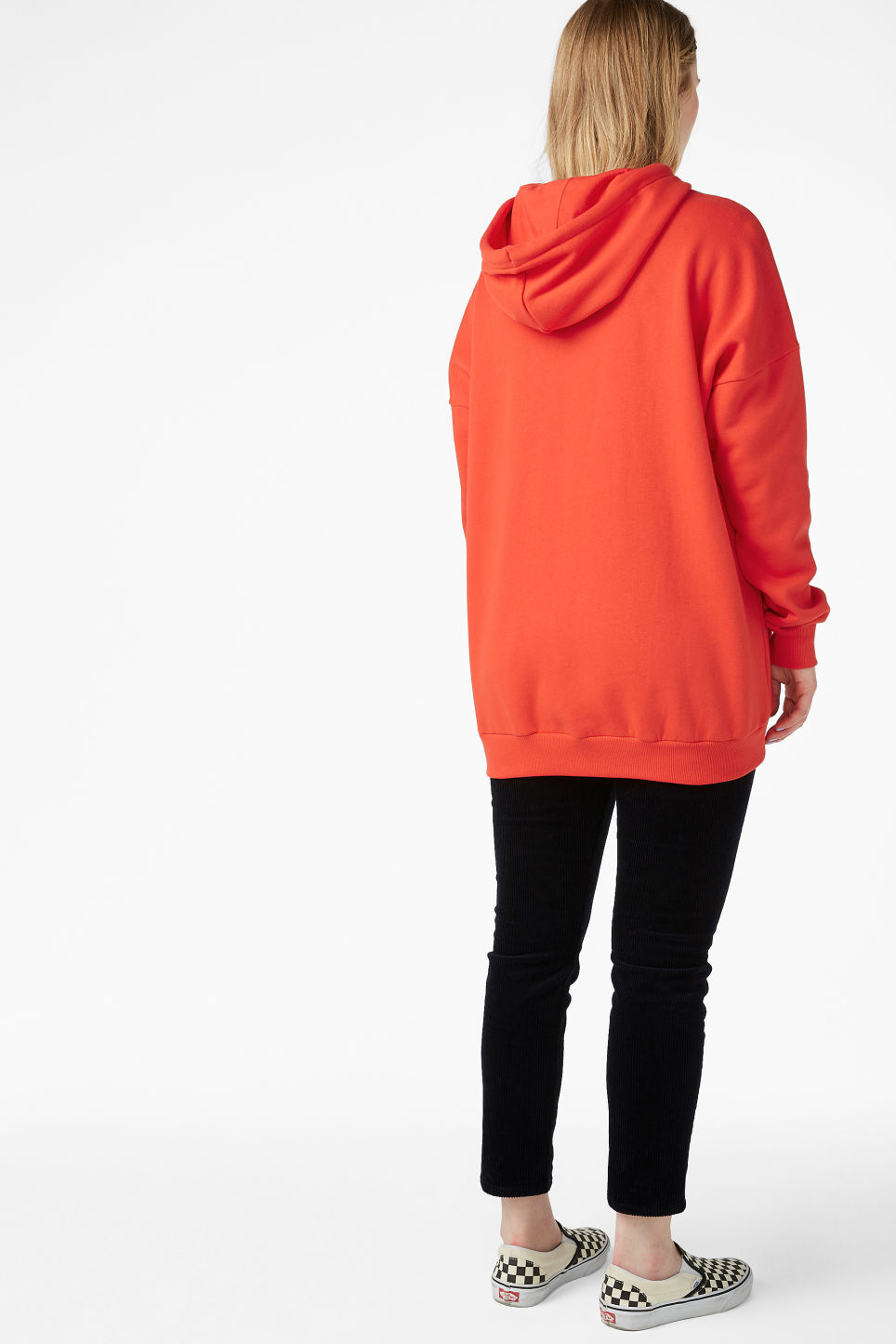 Model back image of Monki oversized hoodie in red