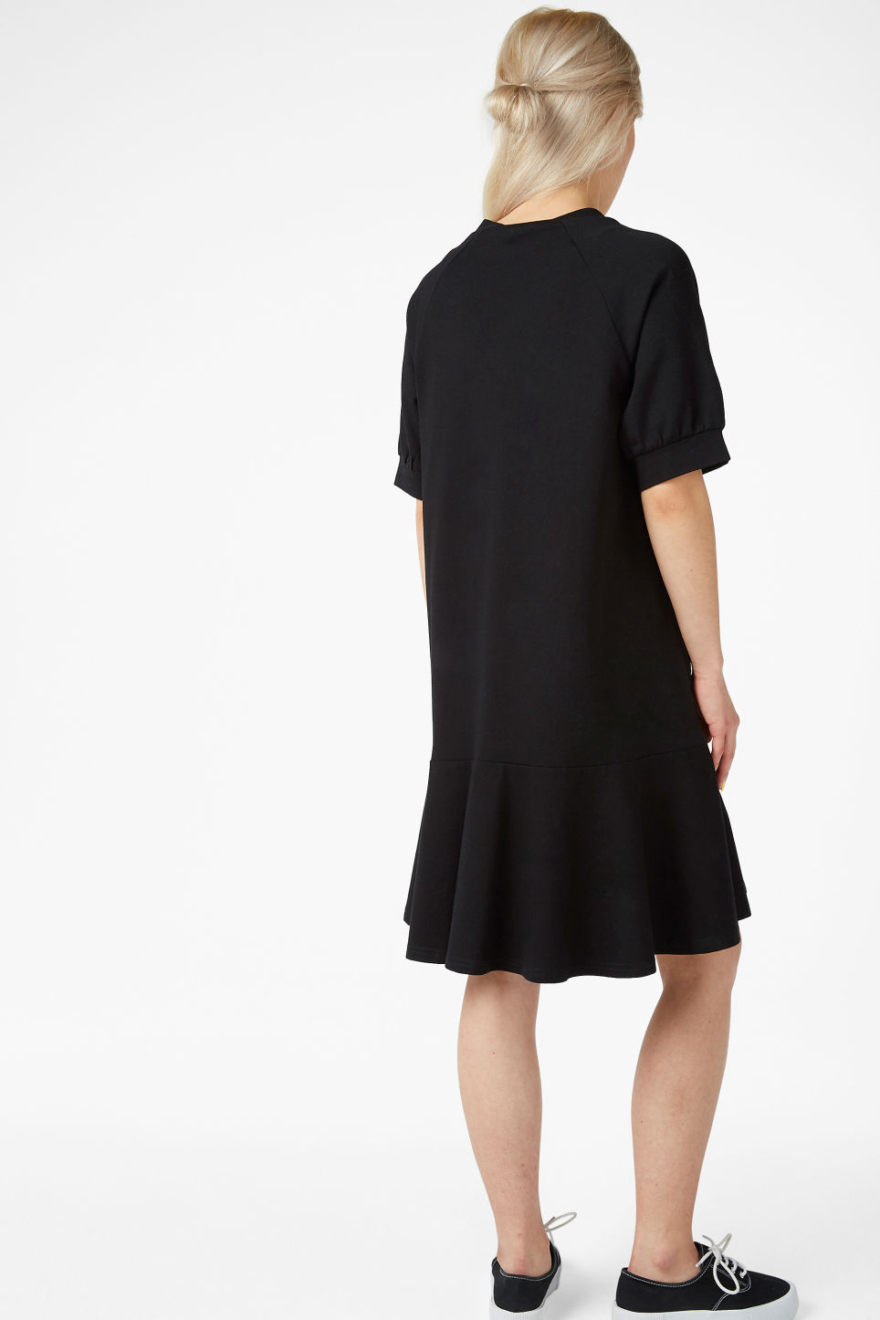 Model back image of Monki oversized raglan dress in black