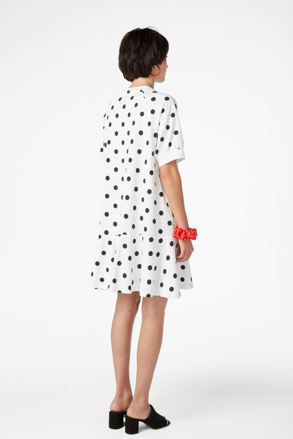 Model back image of Monki oversized raglan dress in white