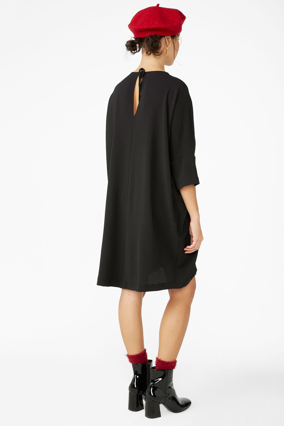 Model back image of Monki flowy dress in black