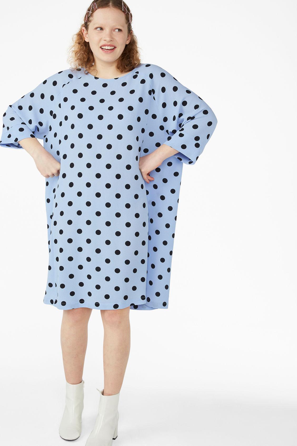 Flowy raglan dress - Blue with black dots - Dresses - Monki 599603525685