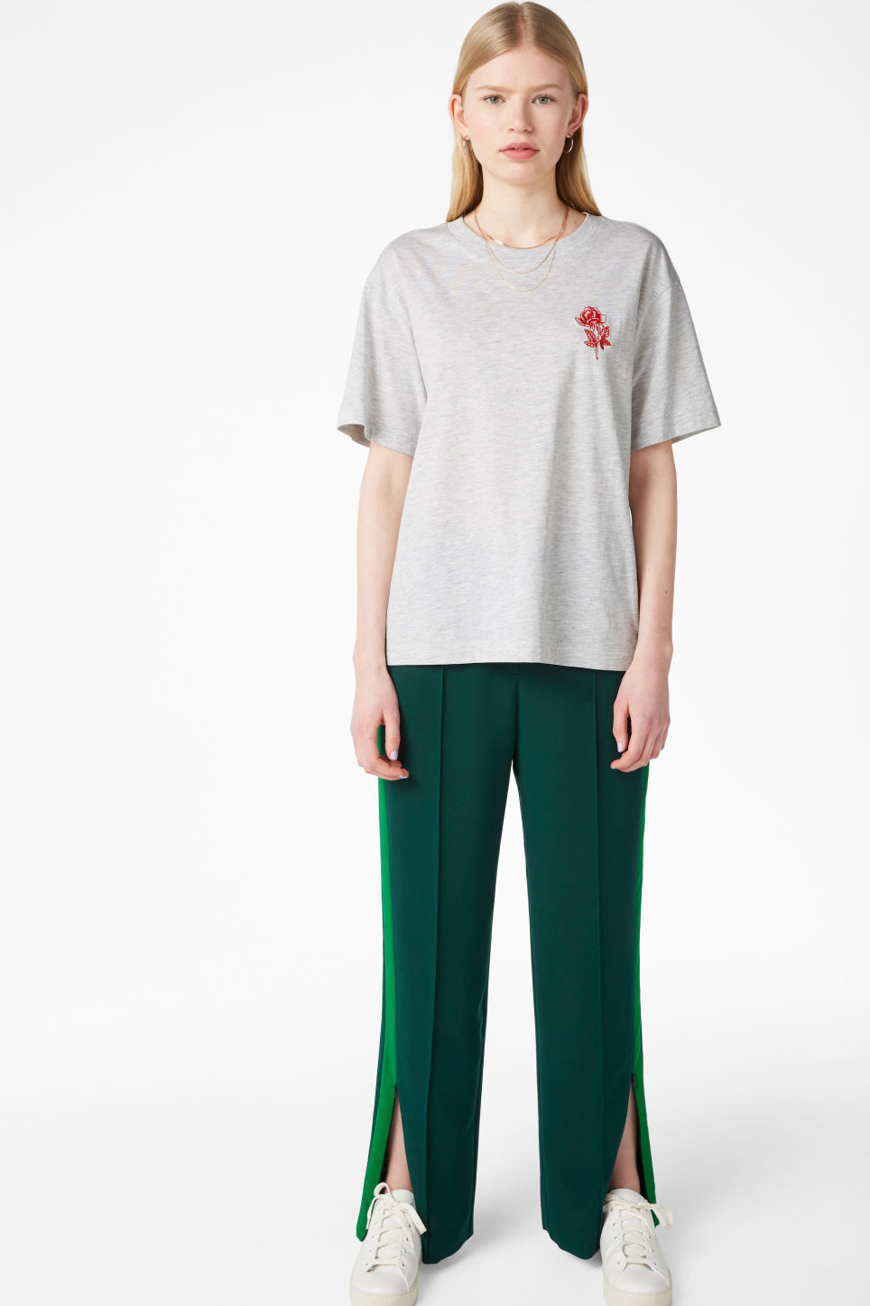 Model front image of Monki oversized tee in grey