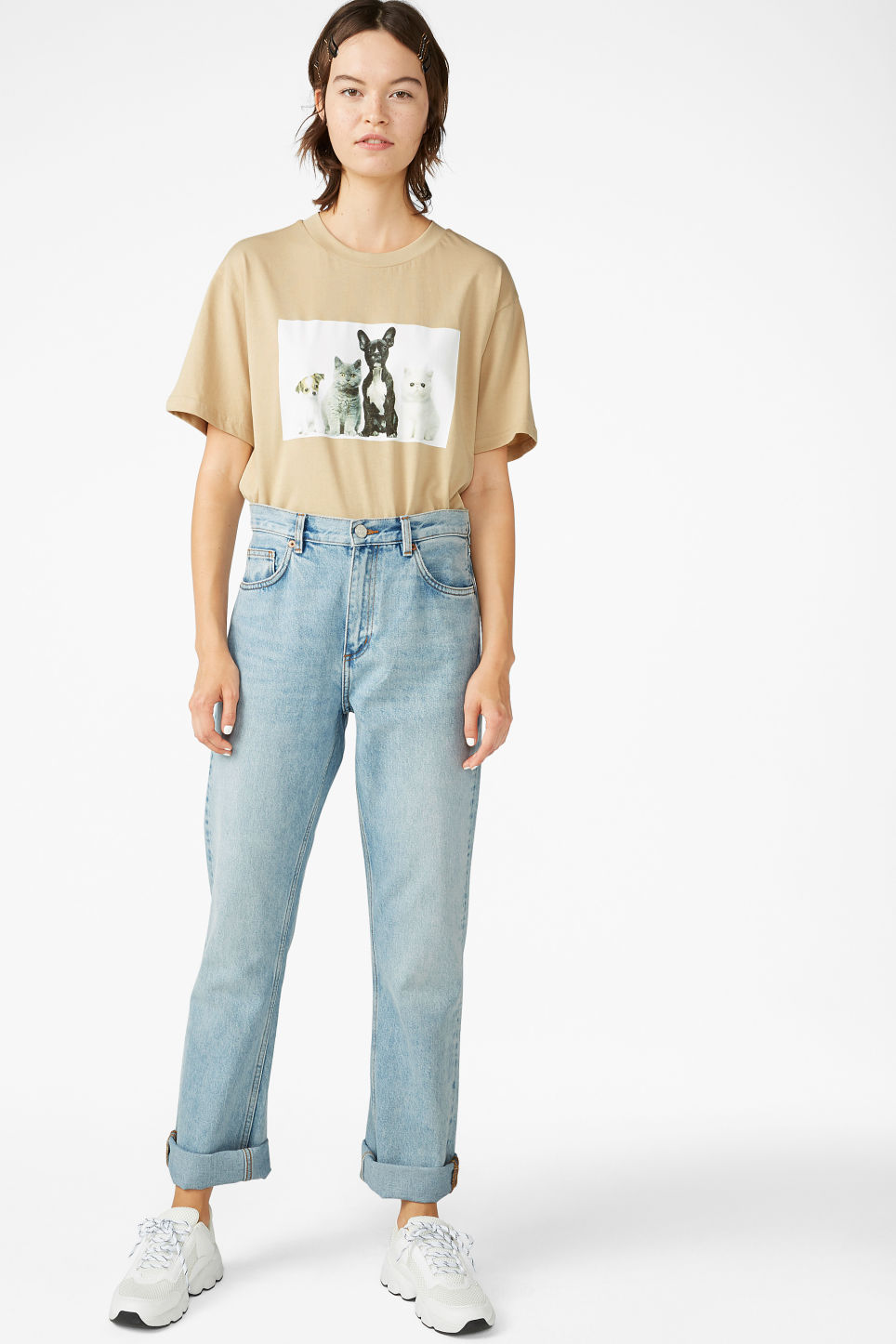 Model front image of Monki oversized tee in beige