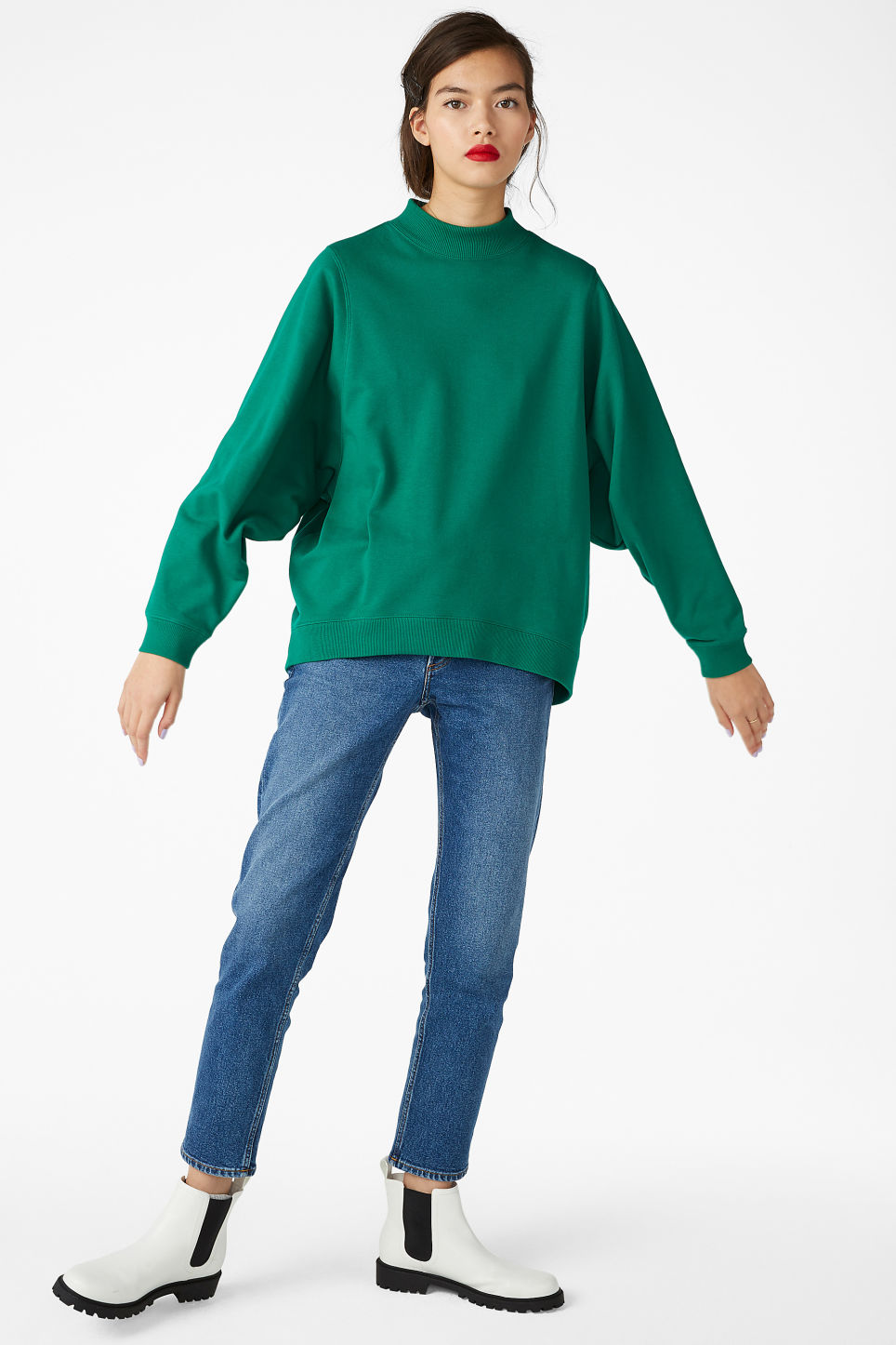 Model front image of Monki oversized sweater in green