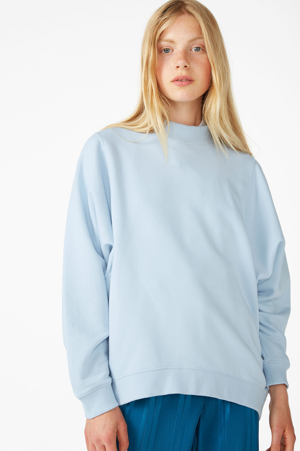 Model front image of Monki oversized sweater in blue