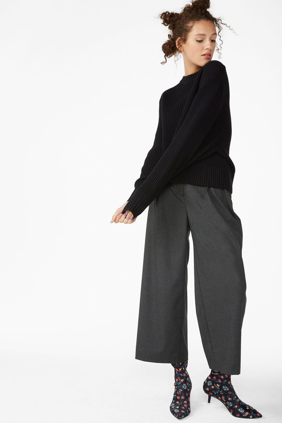 Model front image of Monki puffed sleeve sweater in black