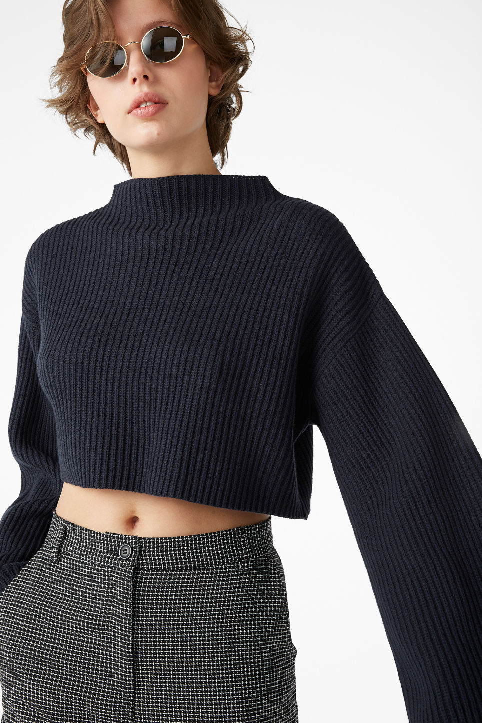 Model front image of Monki cropped knit sweater in blue
