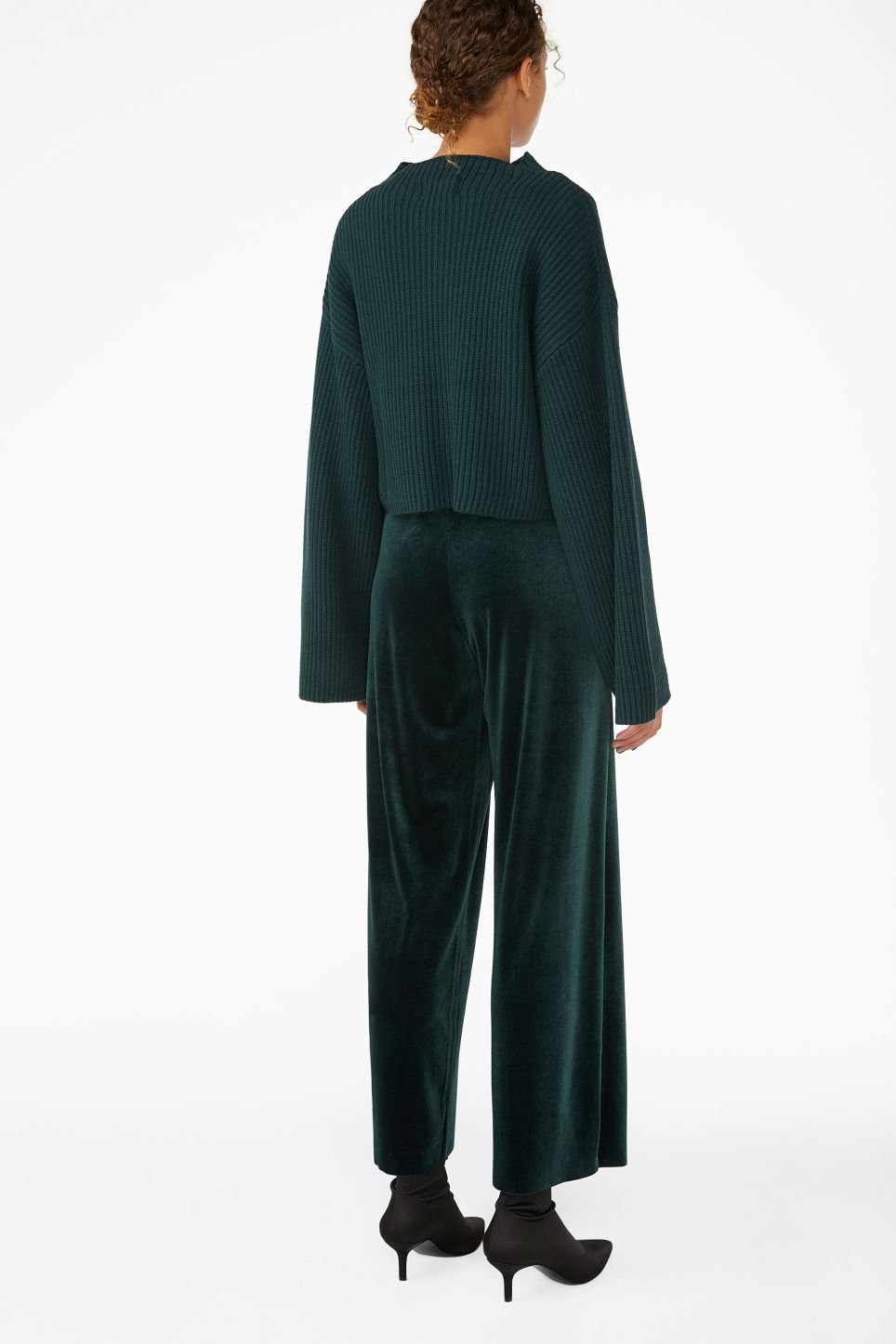 Model back image of Monki cropped knit sweater in green