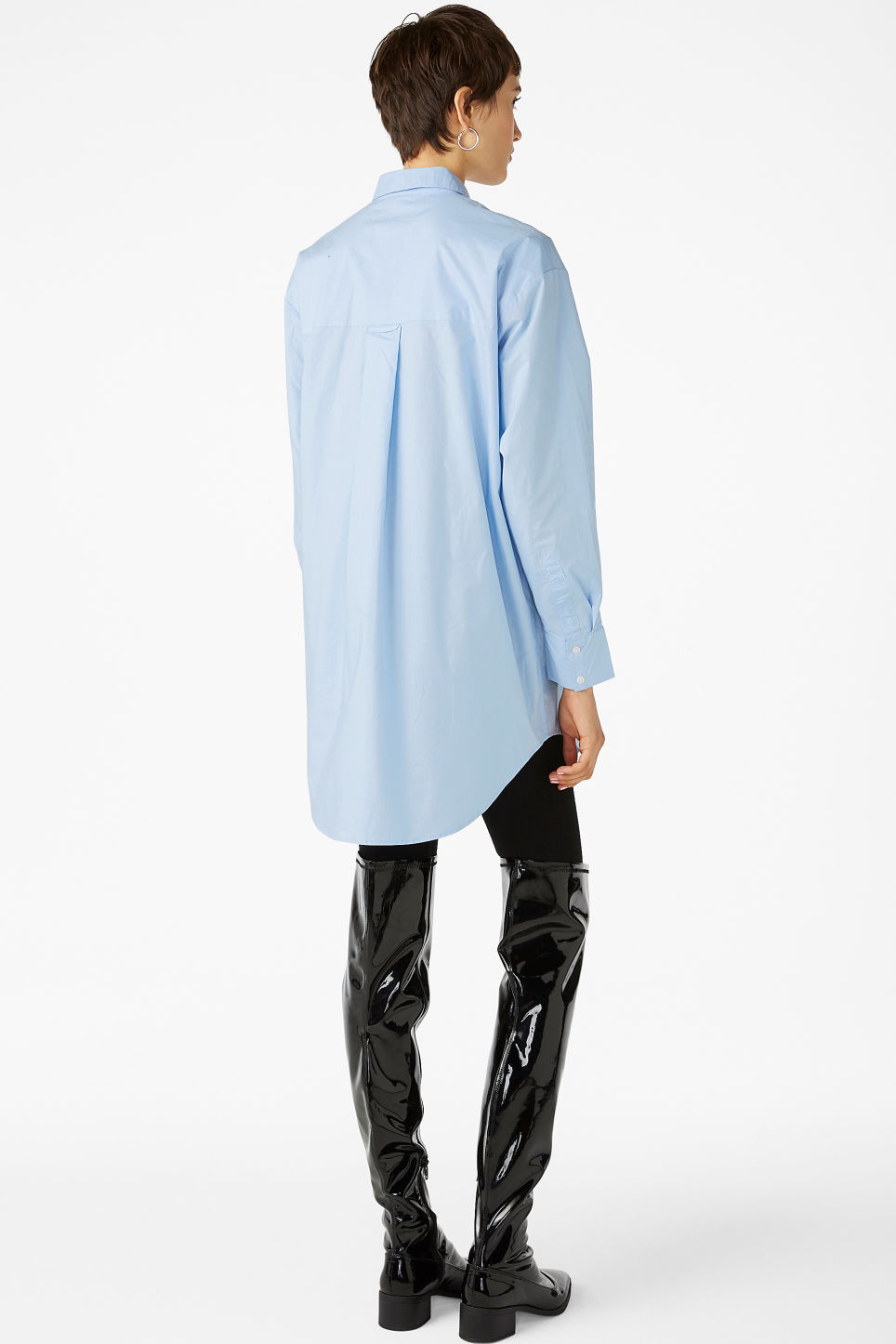 Model back image of Monki oversized classic shirt in blue