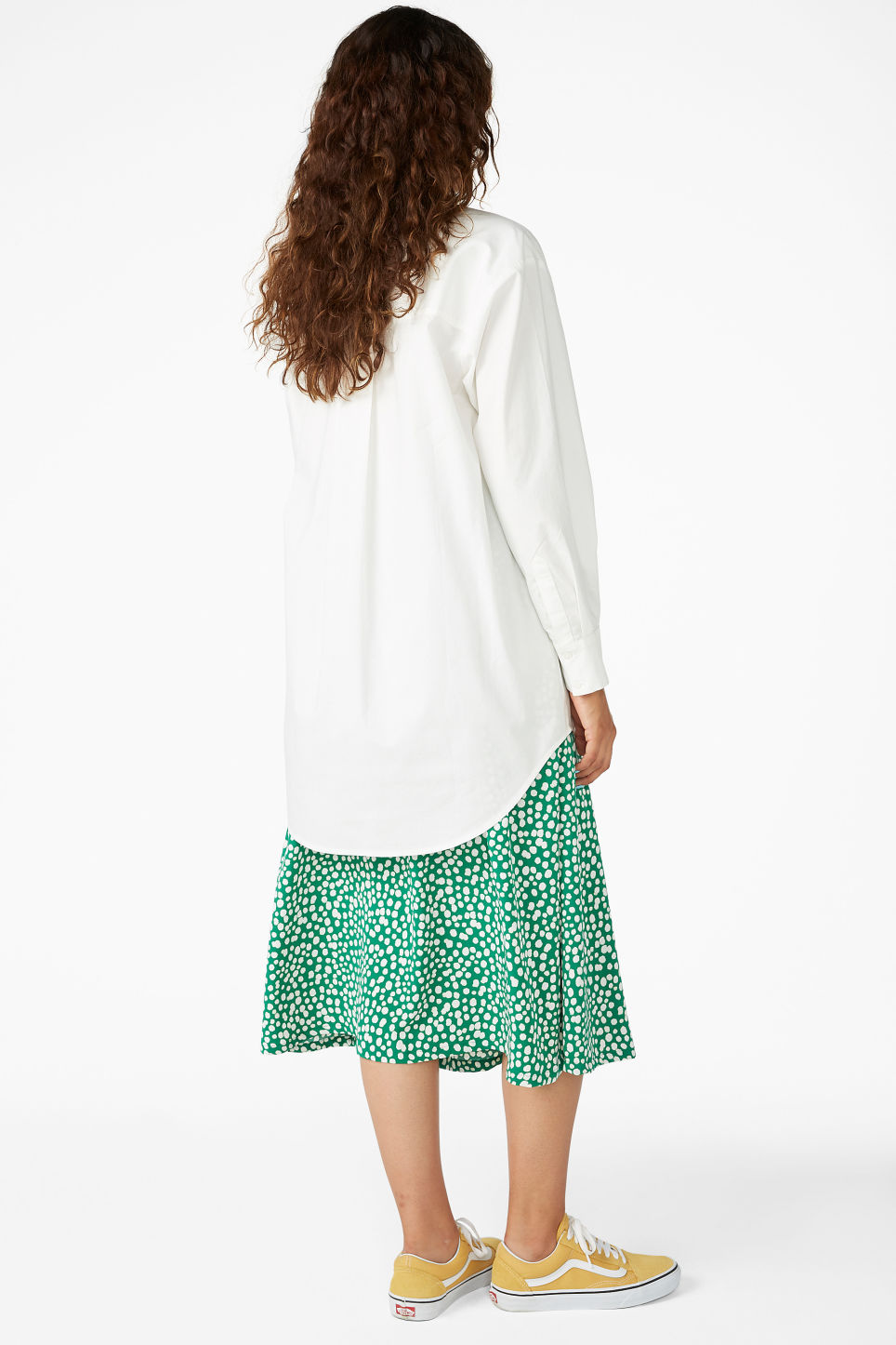 Model back image of Monki oversized classic shirt in white