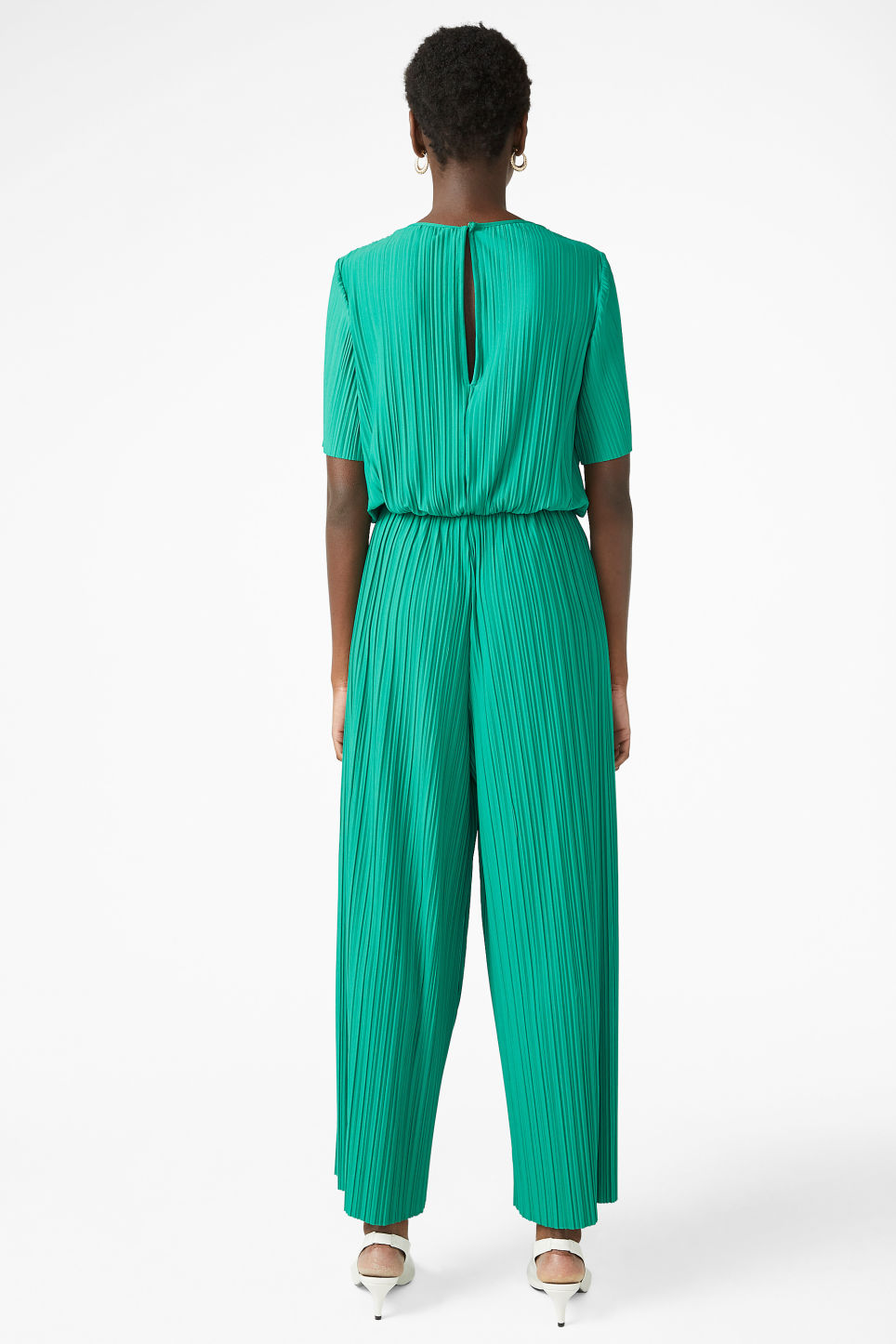 Model back image of Monki pleated jumpsuit in green