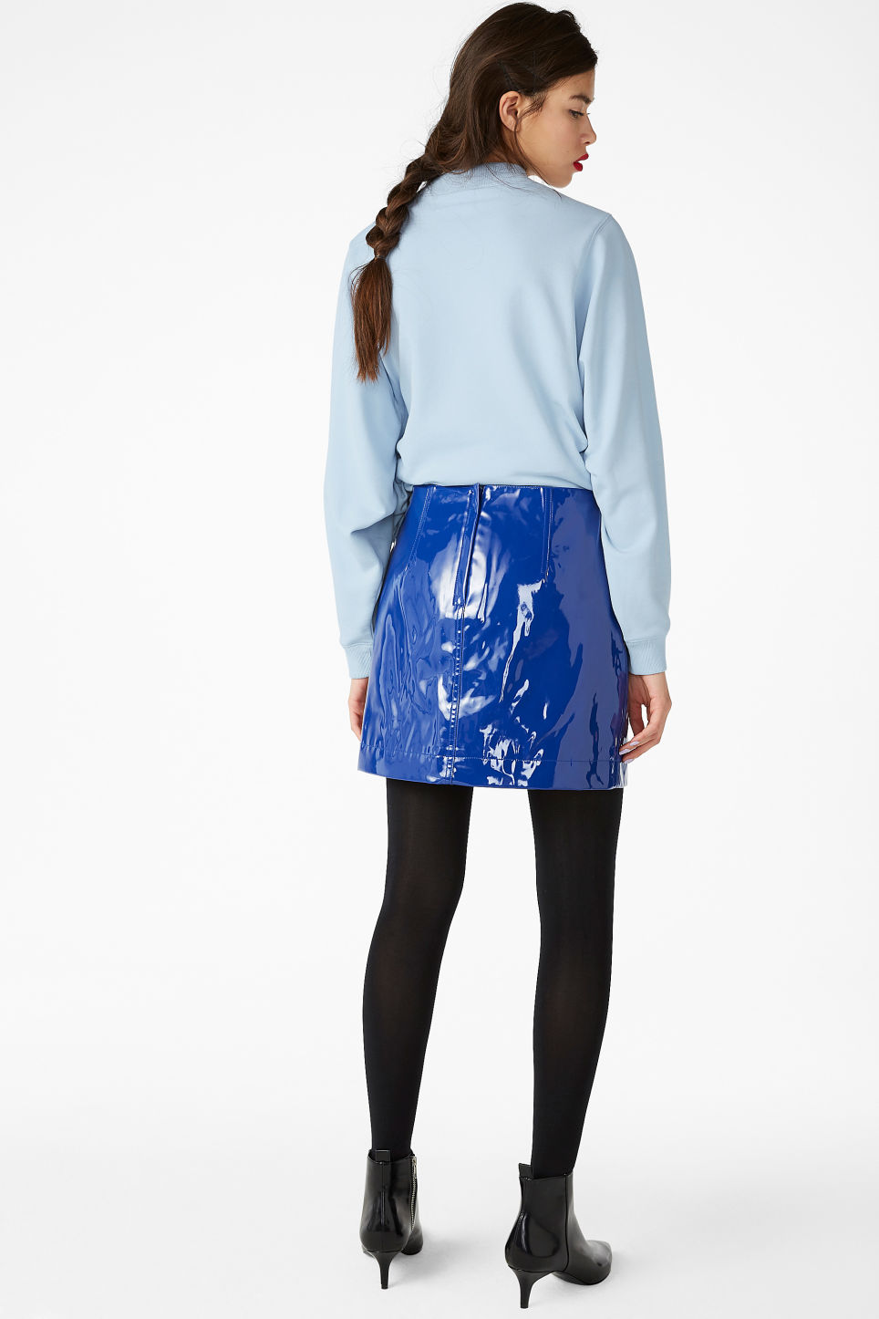 Model back image of Monki pleather skirt in blue