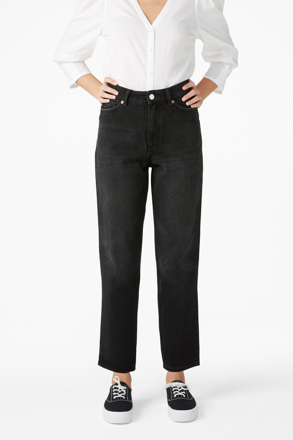 Model front image of Monki taiki jeans x-long in black
