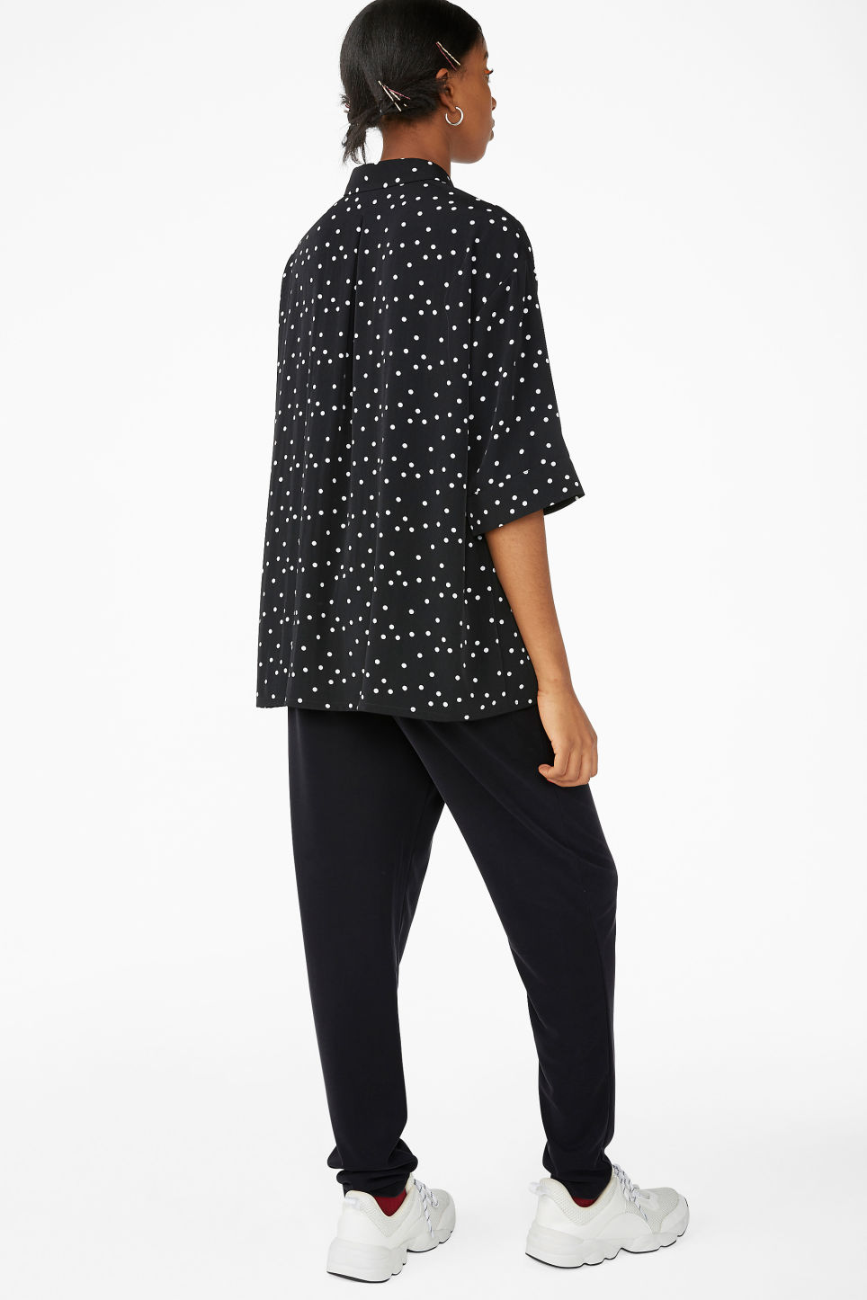 Model back image of Monki flowy oversized shirt in black