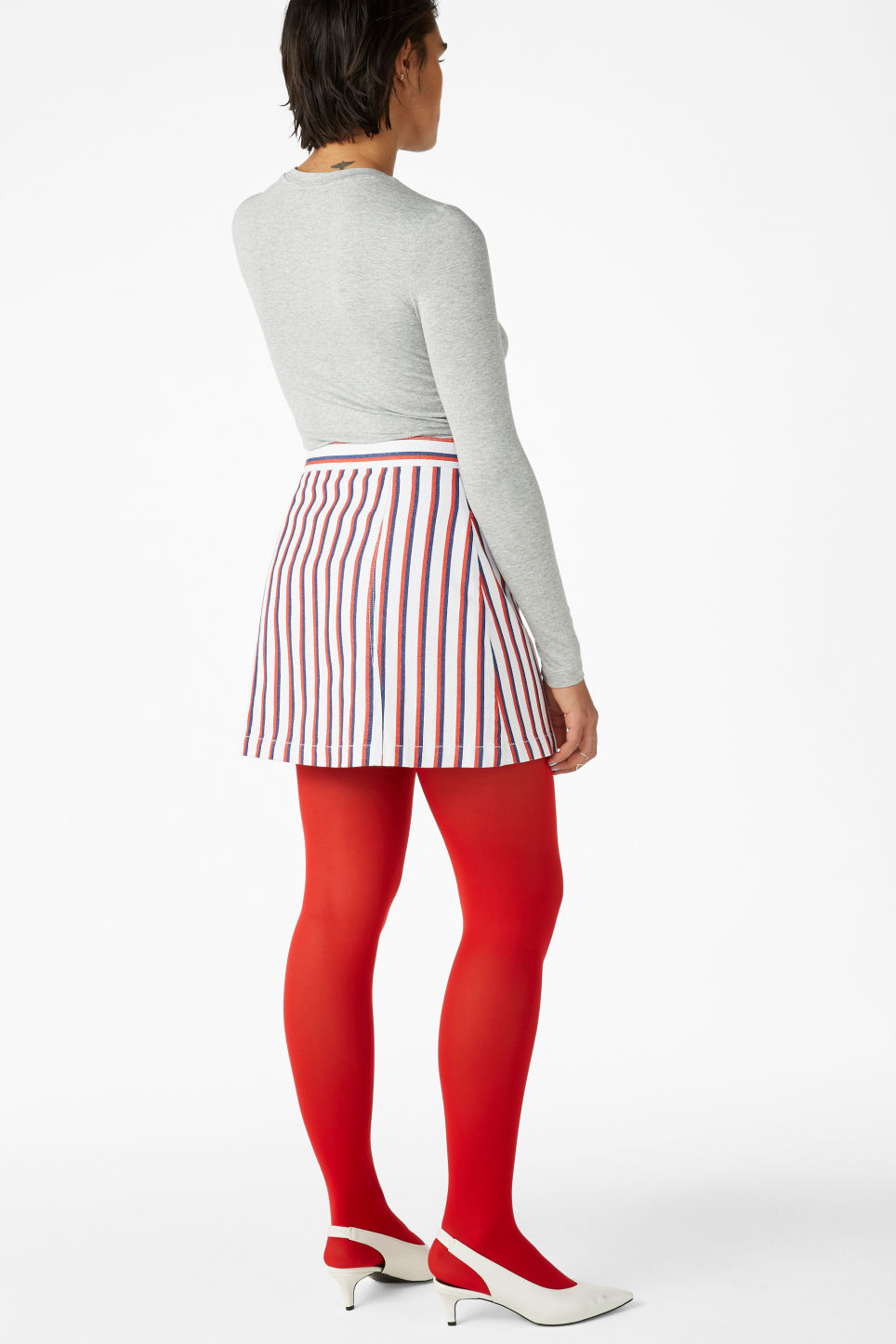 Model back image of Monki mini skirt in red