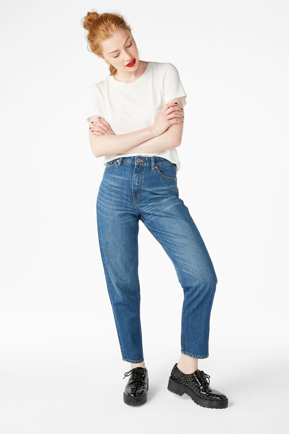 Model front image of Monki taiki jeans classic in blue