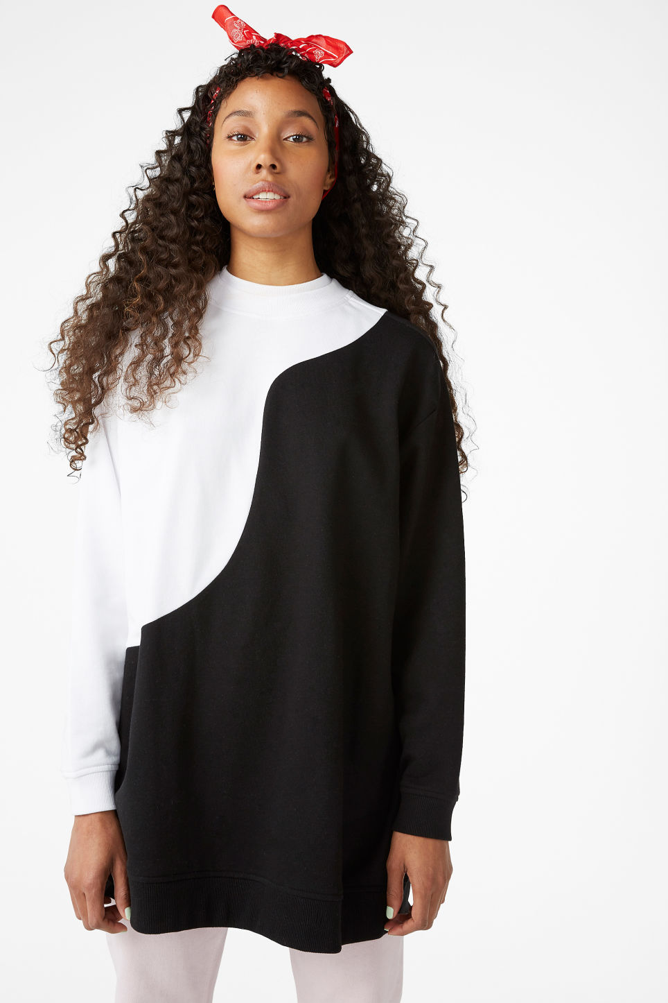 Model front image of Monki oversized sweatshirt in white