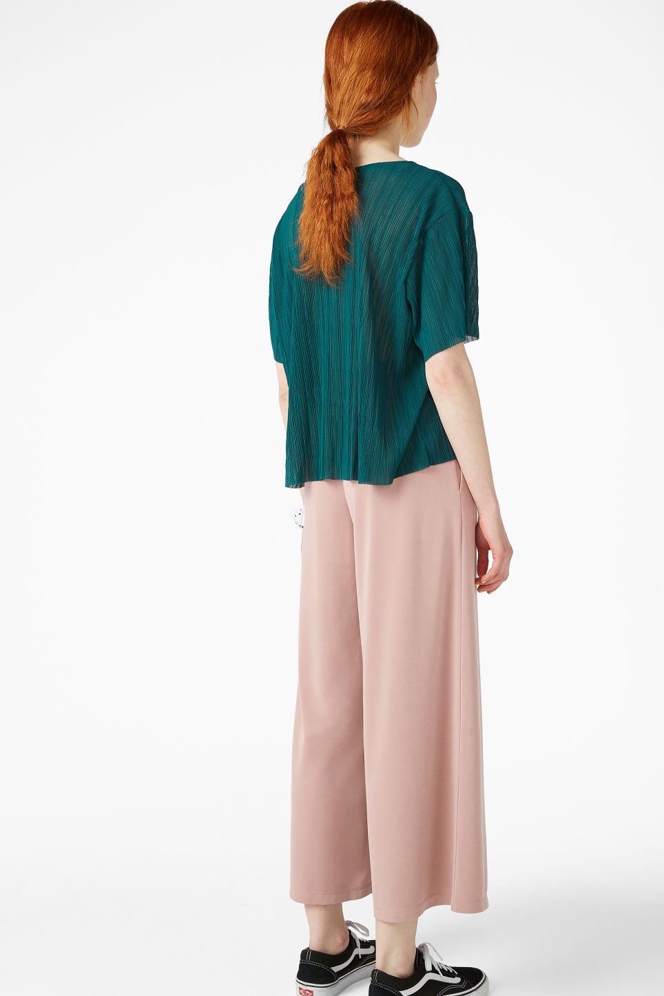 Model back image of Monki pleated top in green