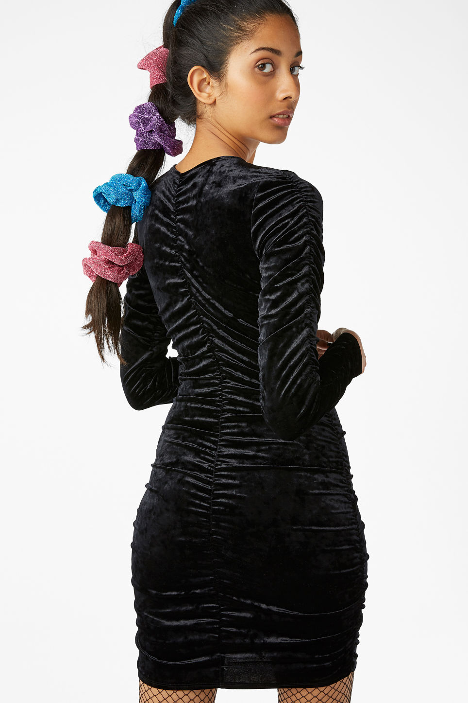 Model back image of Monki ruched velvet dress in black
