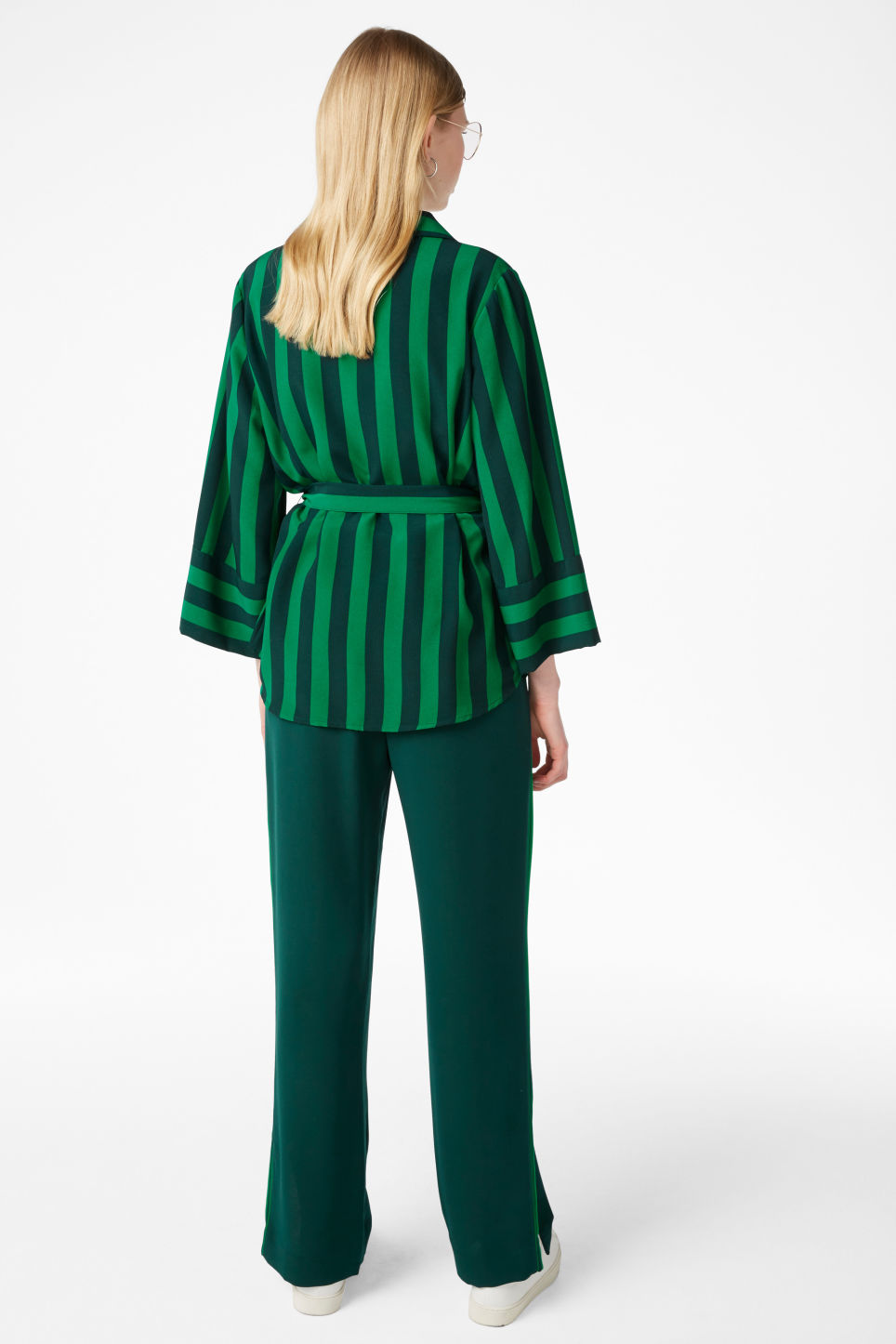 Model back image of Monki tie waist blouse in green
