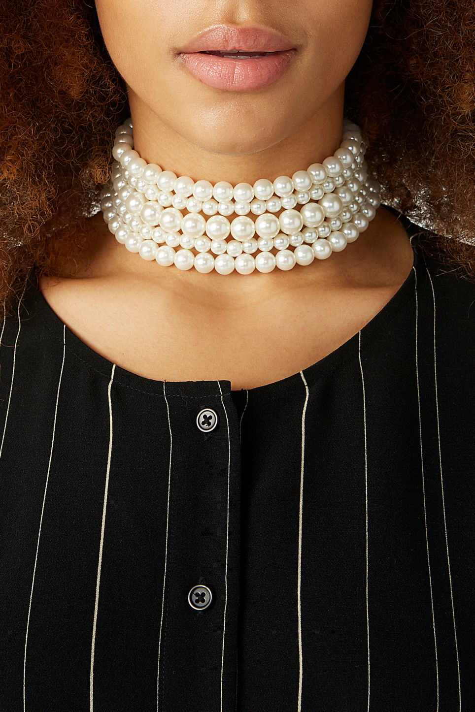 Model front image of Monki pearl choker in white