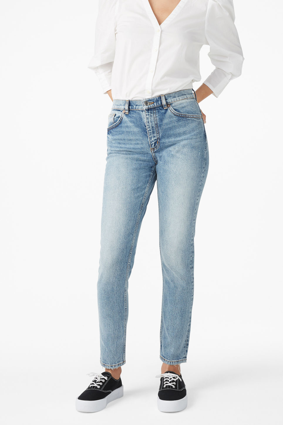 Model front image of Monki moop worn in jeans in blue