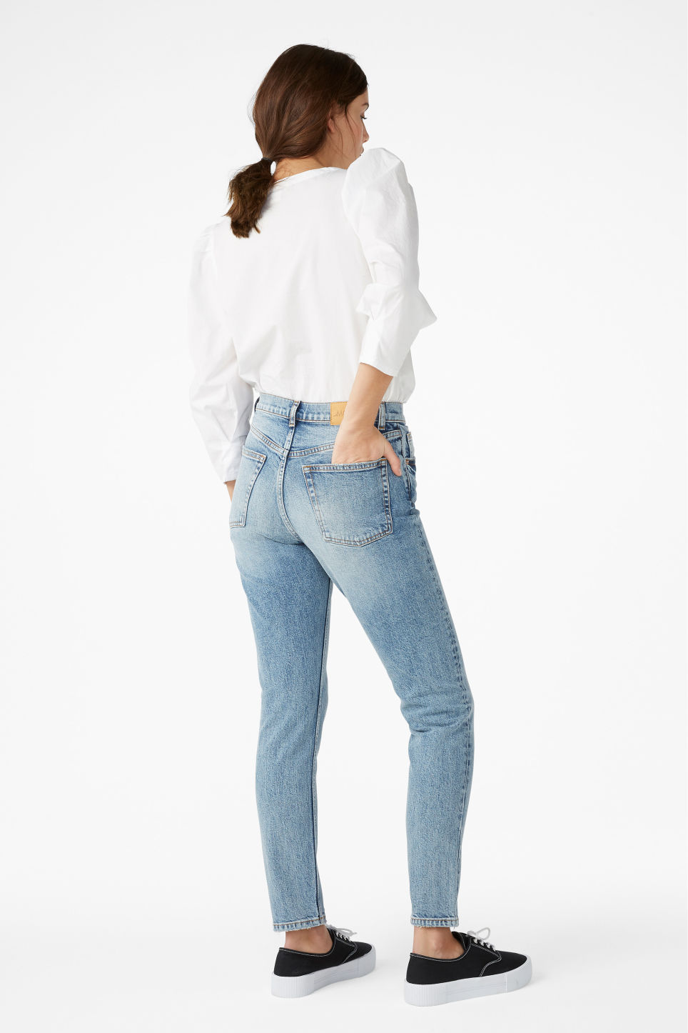 Model back image of Monki moop worn in jeans in blue