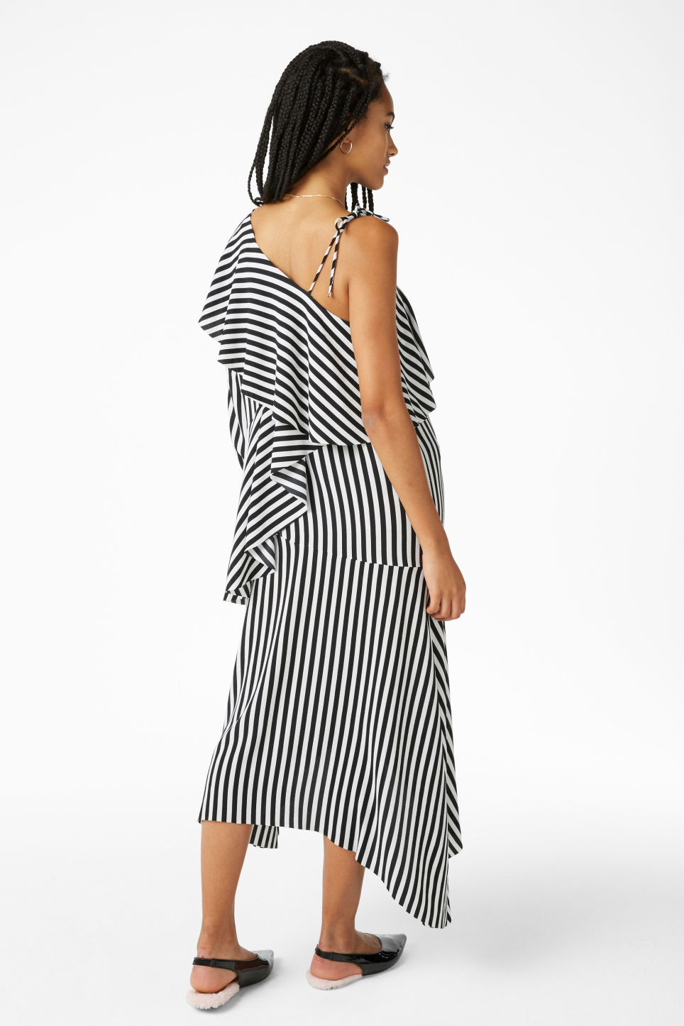 Model back image of Monki one-shoulder dress in black