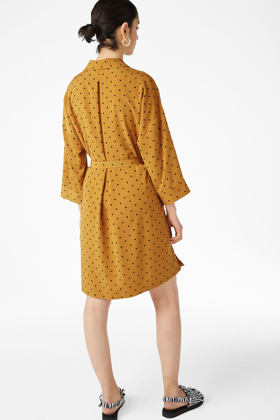Model back image of Monki flowy shirt dress in yellow