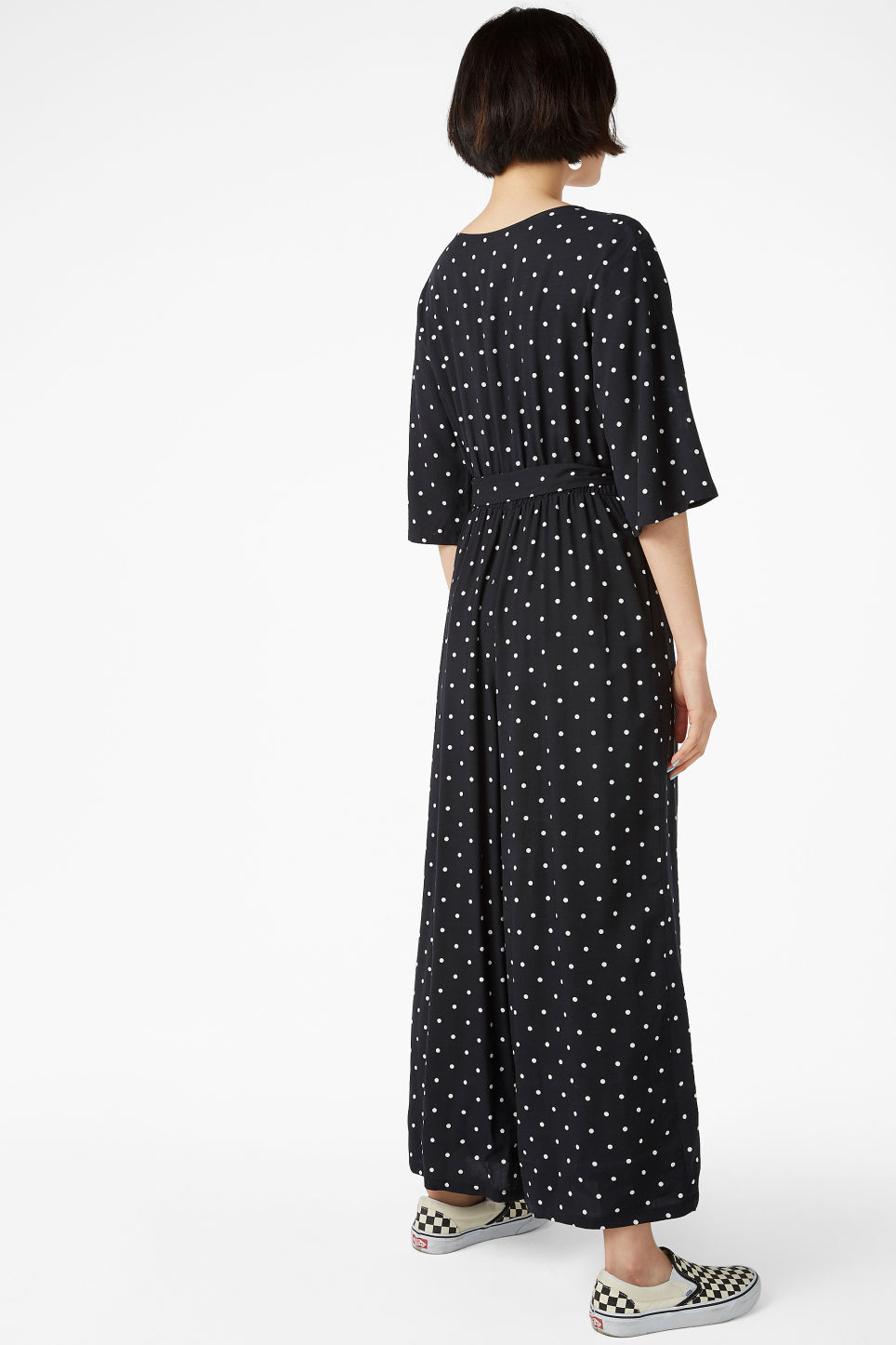 Model back image of Monki flowy jumpsuit in black