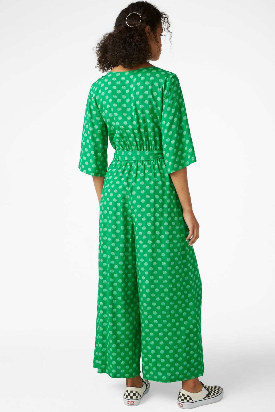 Model back image of Monki flowy jumpsuit in green