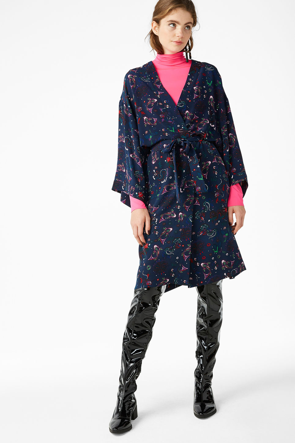 Model front image of Monki embroidered kimono in blue