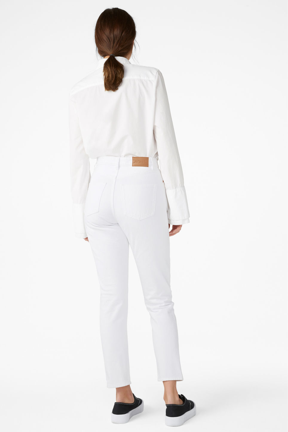 Model back image of Monki kimomo white jeans in white