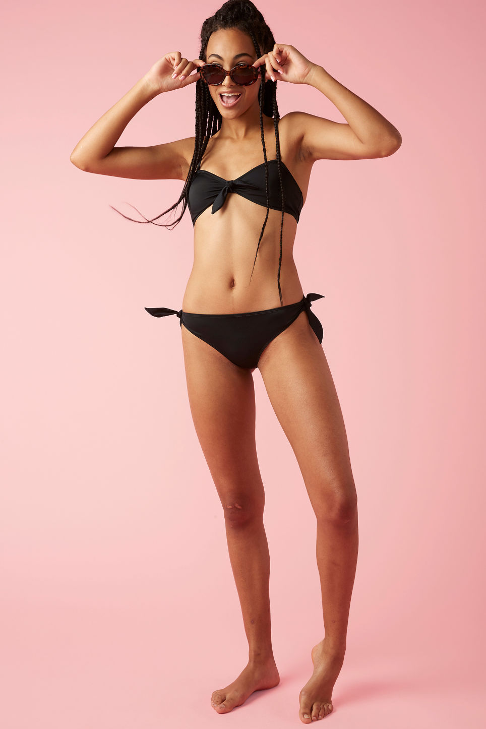 Model front image of Monki bikini briefs with bows in black