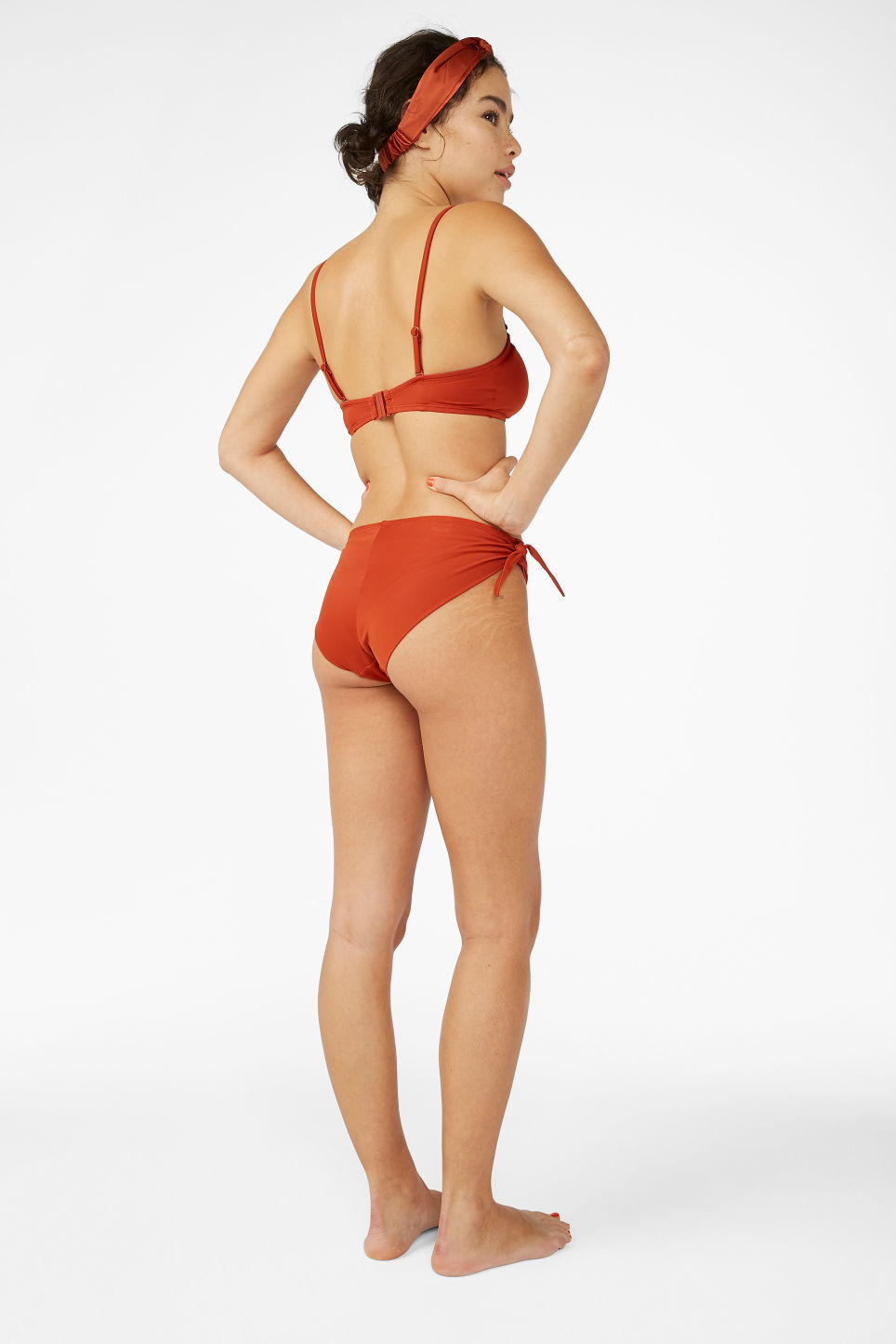 Model back image of Monki bikini briefs with bows in orange
