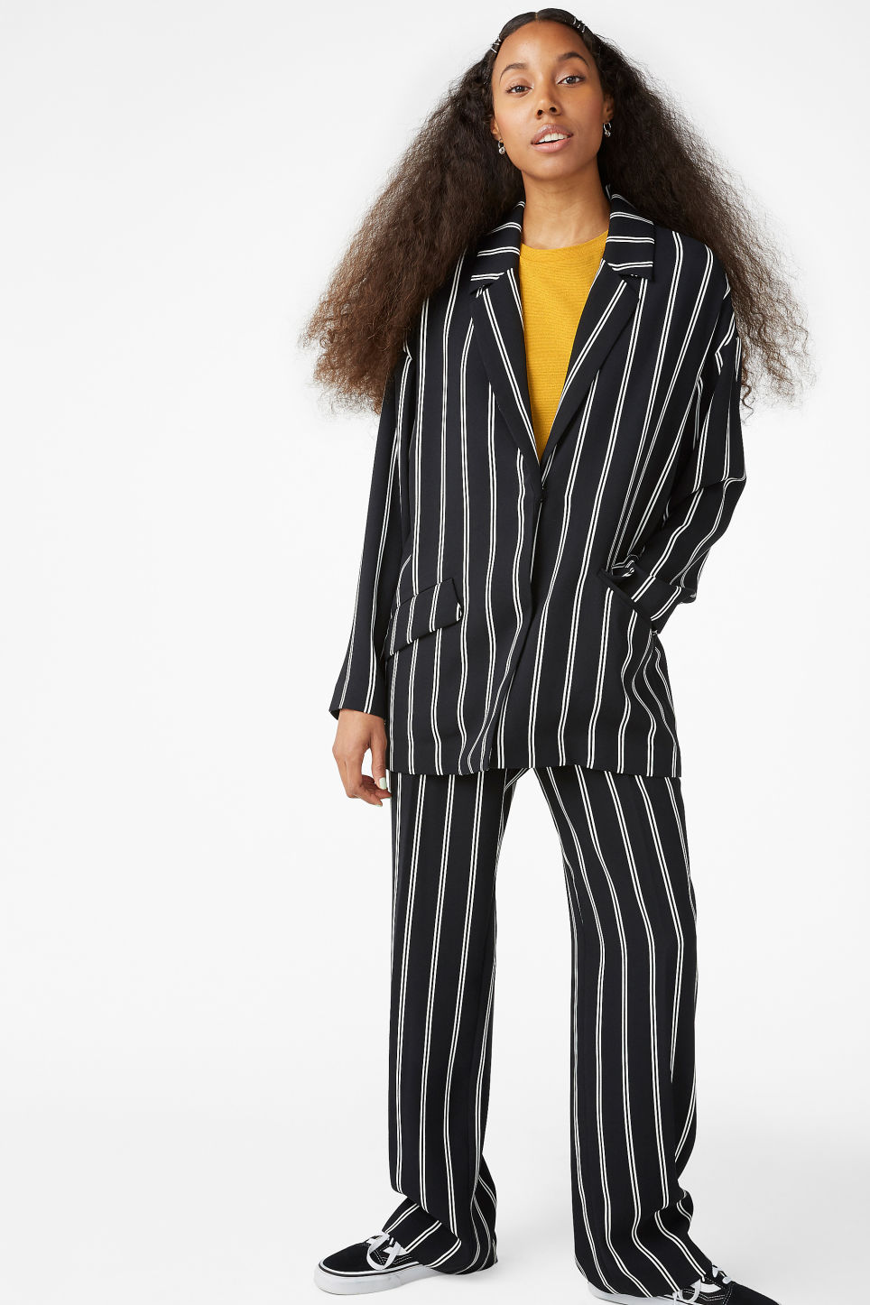 Model side image of Monki long blazer in black