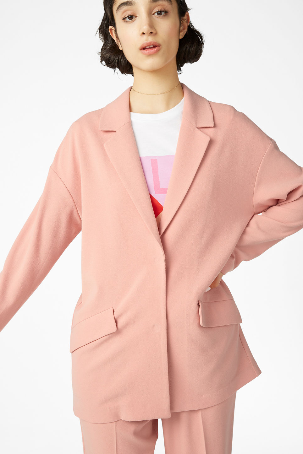 Model front image of Monki long blazer in pink
