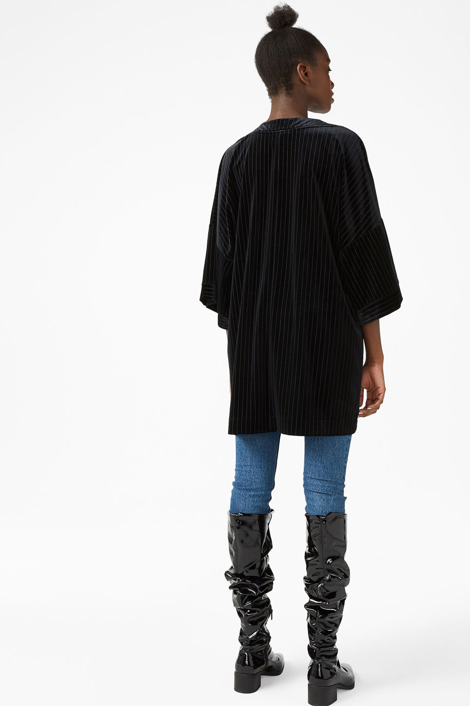 Model back image of Monki pinstripe kimono in black