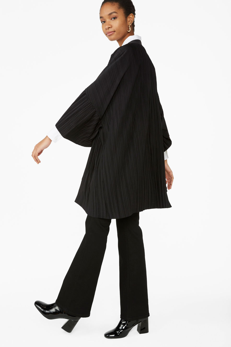 Model front image of Monki open kimono in black