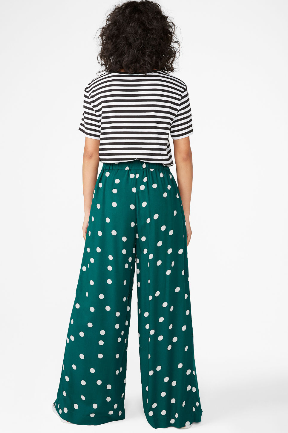 Model back image of Monki flowy trousers in green