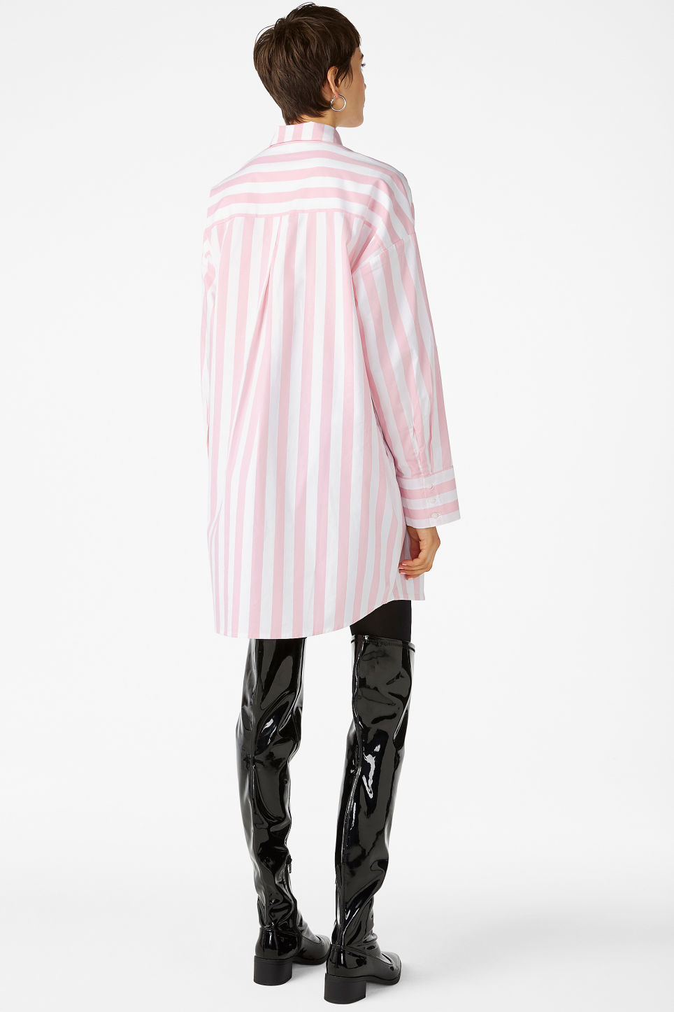 Model back image of Monki oversized shirt dress in pink
